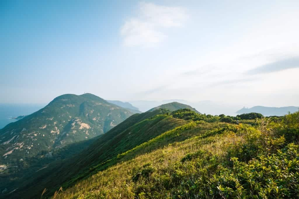 beautiful-landscape-at-the-famous-dragons-back-hiking-trail-in-hong-kong_t20_VLpA31