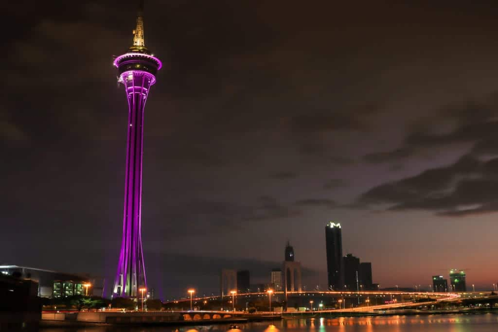 the-color-of-the-tower-after-dusk_t20_7mzrRy