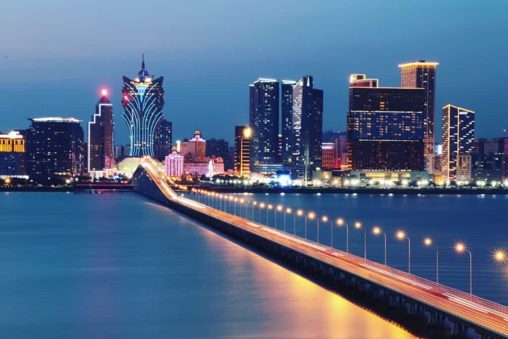 the-macau-old-bridge-overviewing-commercial-structures-of-macau_t20_vKbzZz