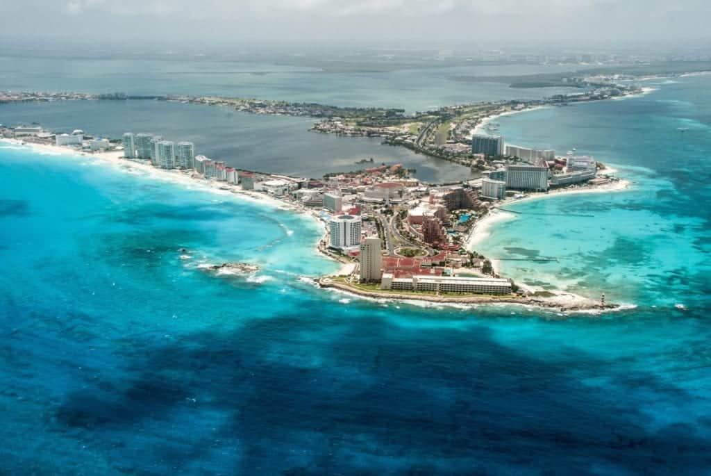 Tropiskt hav på udden av cancun.