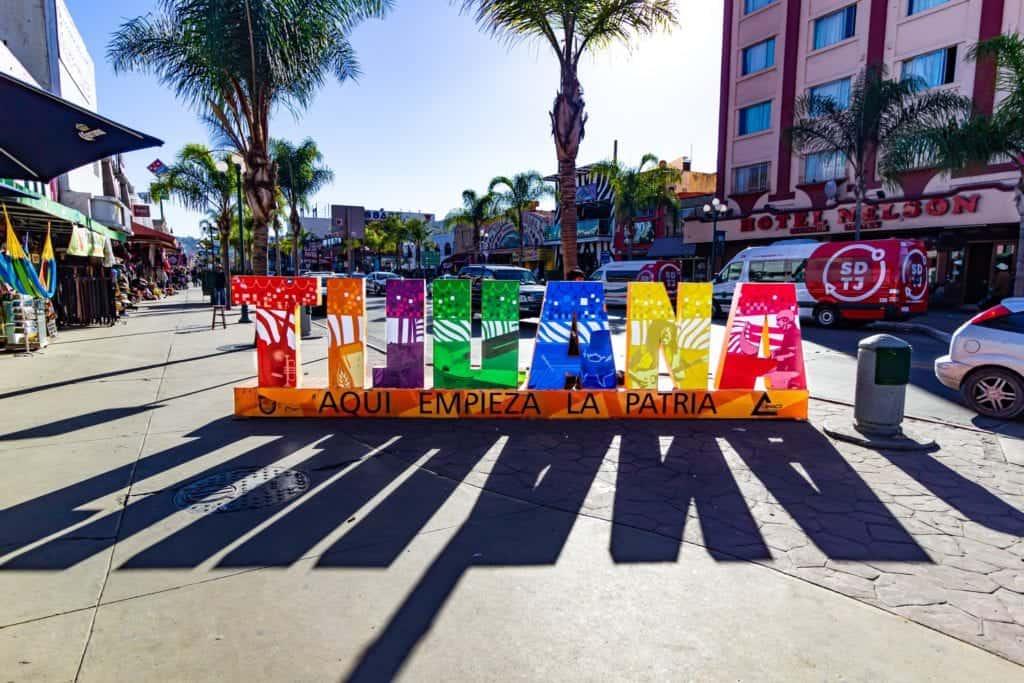 Färglad skylt av Tijuana.