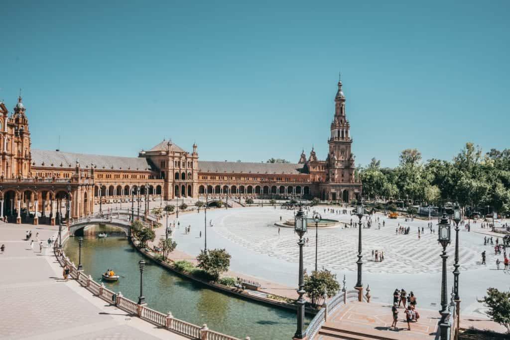 Huge plaza in Sevilla.