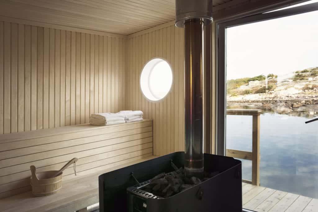 People renting their own relaxflotte in Göteborgs södra skärgård.